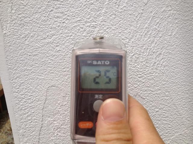 しっくい塗り壁の表面温度 25℃